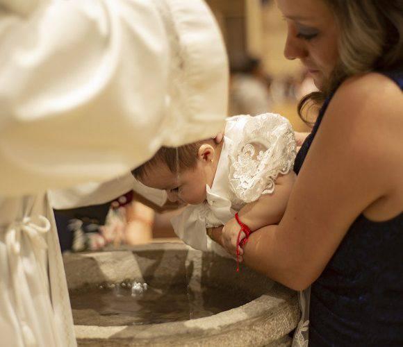 Відтепер в польському костелі не похрестиш дитину, якщо не ходиш на літургію або живеш без шлюбу