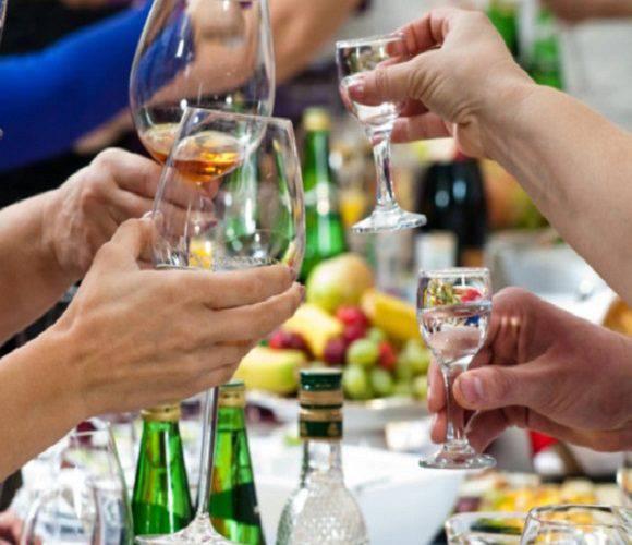 У Польщі заступник мера втратив посаду, бо випив зі студентами алкоголь [+ВІДЕО]