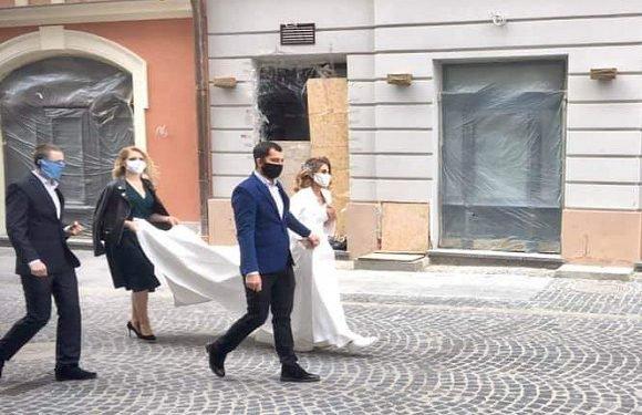 Як виглядатиме весілля в Польщі під час коронавірусу? Маски можна буде зняти