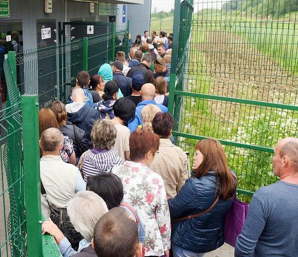 Уряд України не хоче відпускати на заробітки українців, котрі на час епідемії повернулися додому