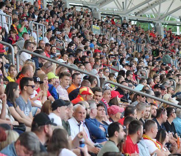 Стало відомо, коли в Польщі відбудуться футбольні матчі за участю глядачів