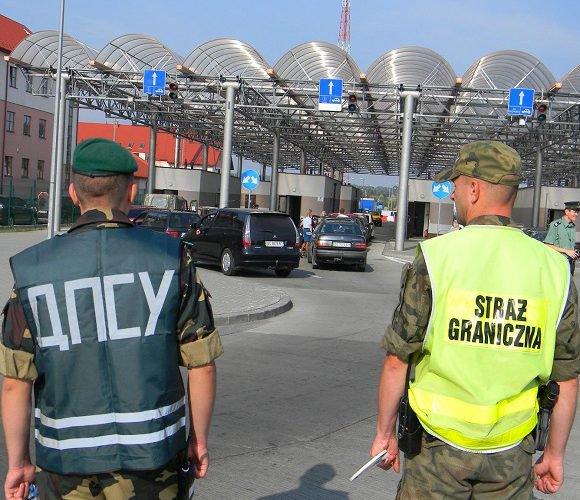 Коли Польща нарешті відкриє кордони?
