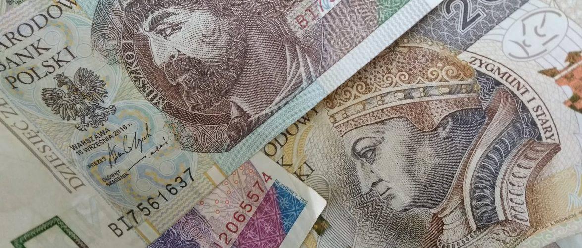 Скільки грошей переказали поляки до Польщі, а скільки українці