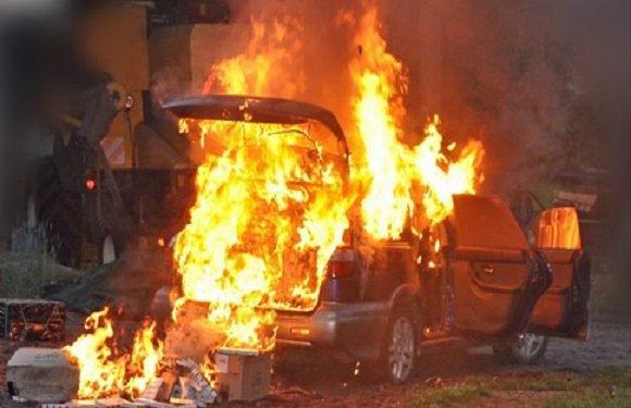 Двоє польських контрабандистів підпалили авто з цигарками, аби уникнути покарання [+ФОТО]