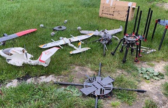 Біля польсько-українського кордону правоохоронці вилучили понад 10 дронів, які використовувались для контрабанди [+ВІДЕО]