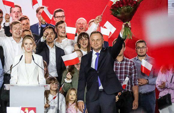 На виборах президента в Польщі Анджей Дуда перемагає: підраховані майже всі голоси