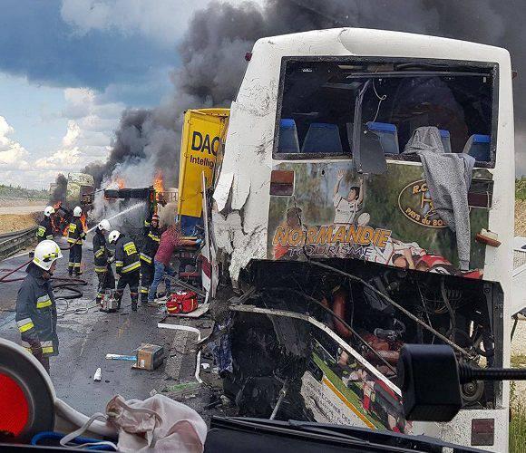В Польщі — страшна аварія, постраждало 32 особи [+ФОТО]