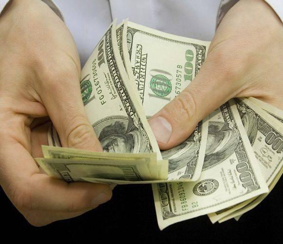 Стало відомо, скільки грошей переказали українські заробітчани з Польщі на батьківщину