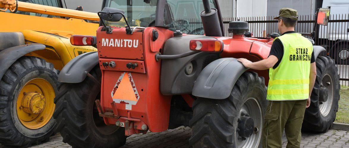 Прикордонники забрали в українця трактор, вкрадений у Данії