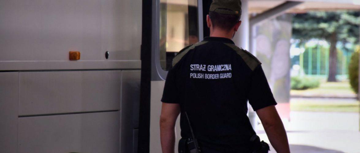 8 українцям заборонили в'їзд на рік, працедавцю штраф