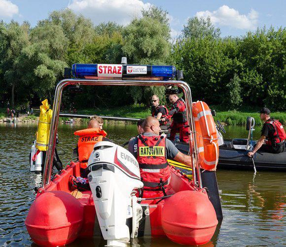 У Польщі гелікоптер впав у річку: двоє осіб у важкому стані [+ФОТО]