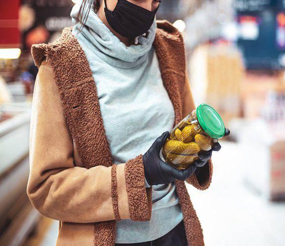 В Польщі власникам магазинів заборонили впускати клієнтів без масок