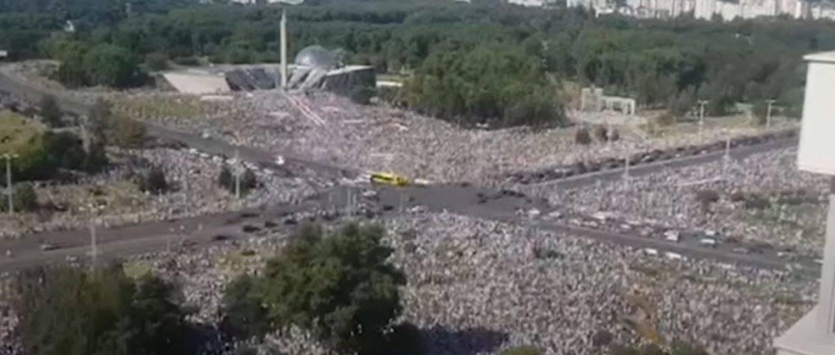 Білорусь, Мінськ, мітинг провладний та солідарності