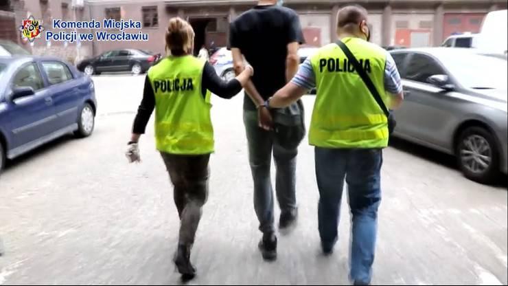 П'ятеро підлітків напали на поліцейського, сядуть років на десять