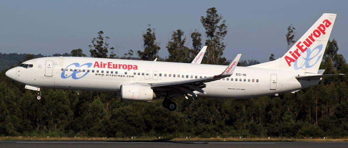 В Іспанії через українця літак екстрено здійснив посадку. Він відмовлявся надягати маску