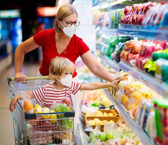 Відтепер у Польщі контролюватимуть покупців в магазинах і гостей на весіллях: штрафуватимуть за відсутність масок
