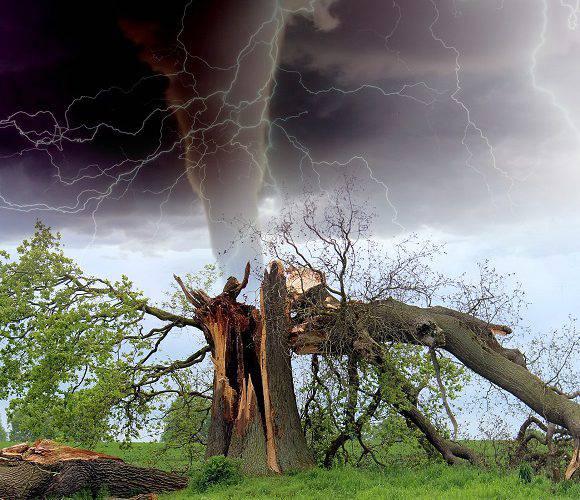 На Польщу насуваються бурі, град і торнадо