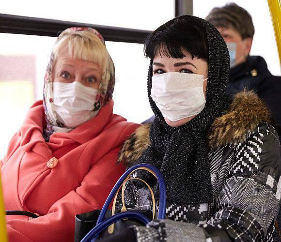 В «червоних» зонах у Польщі масово штрафують людей за відсутність маски