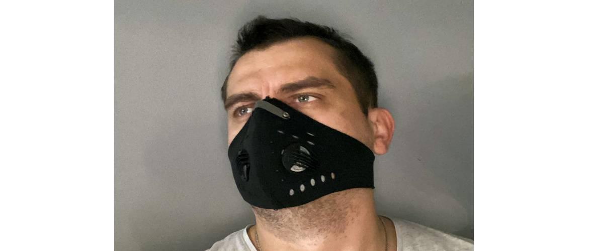 У Польщі шарф та пластиковий козирок більше не допоможе уникнути носіння маски?