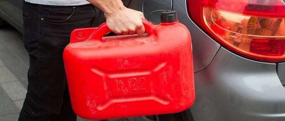Через несплачений борг українець в Польщі облив авто знайомого бензином і хотів підпалити
