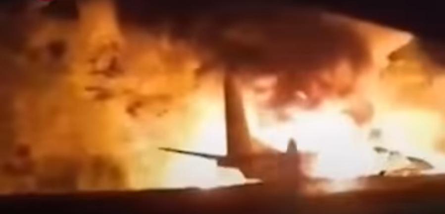 При заході на посадку в Україні розбився військовий літак, на борту було 27 людей