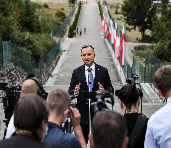 Анджей Дуда повідомив, коли в Польщі припиниться епідемія