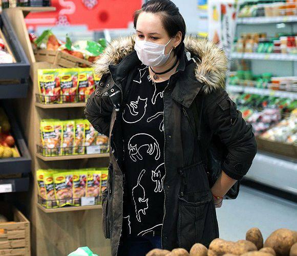 Хвора на коронавірус жінка, котра вийшла в Польщі на закупи, почула вирок суду