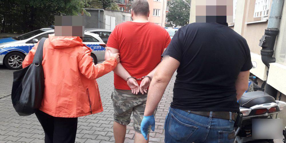 Троє українців у Польщі побили чоловіка з гуртожитку