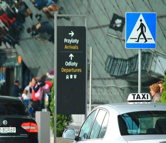 Через дурний жарт в польському аеропорту турист заплатив штраф і нікуди не полетів