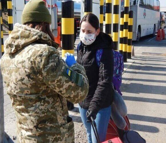Українців, які мають карту сталого побиту, звільнили від проходження карантину