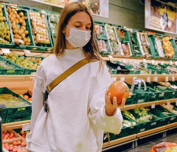 У Польщі відбувся суд над продавчинею, яка не обслужила покупця без маски
