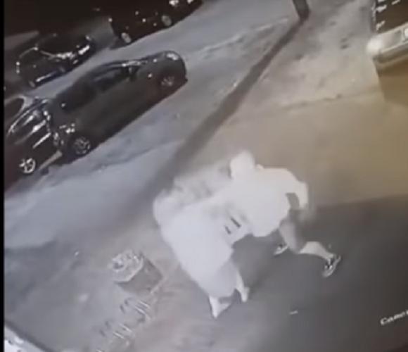 Чоловік в Польщі брутально побив продавчиню в «Жабці», бо та не продала йому цигарки [+ВІДЕО]