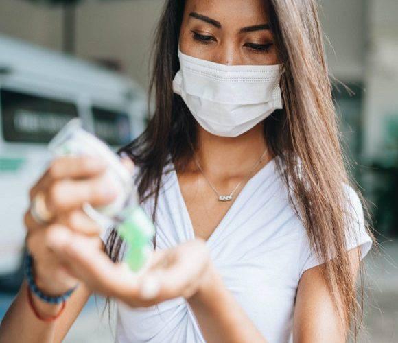 Через новий антирекорд: уряд Польщі хоче посилити контроль в містах через коронавірус