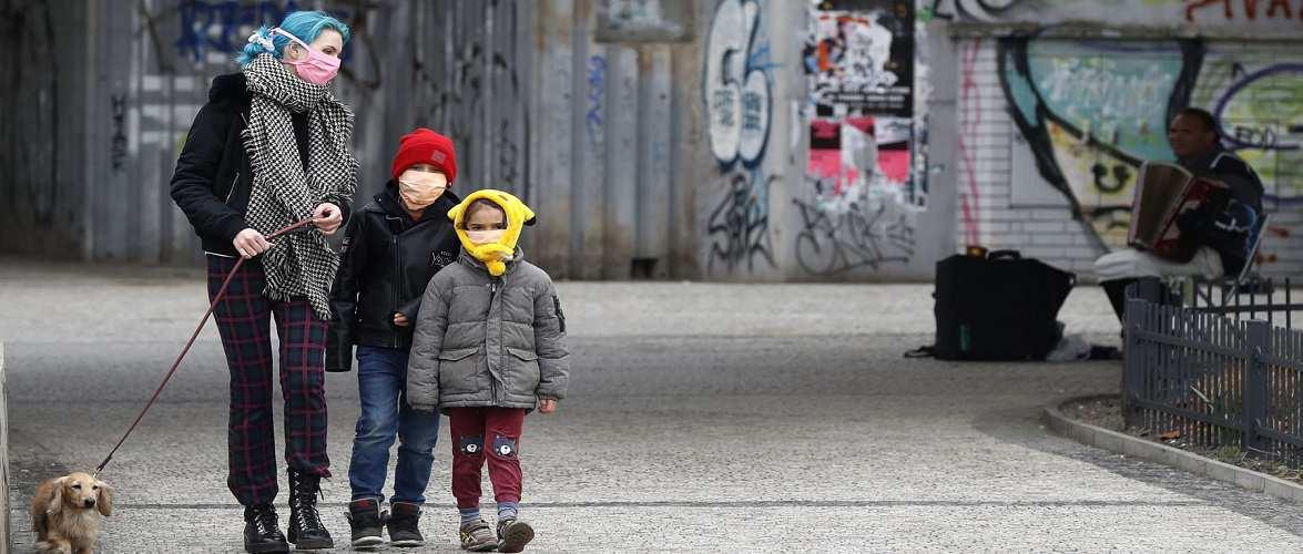 Відтепер в Польщі діти до 16-и років можуть перебувати на вулиці тільки з дорослими