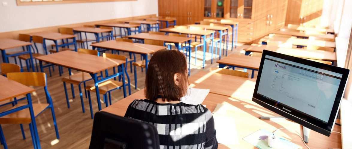 Прем'єр-міністр Польщі закрив 1-3 класи школи