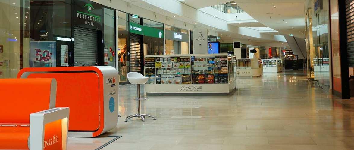 У Польщі уряд закрив торгові центри