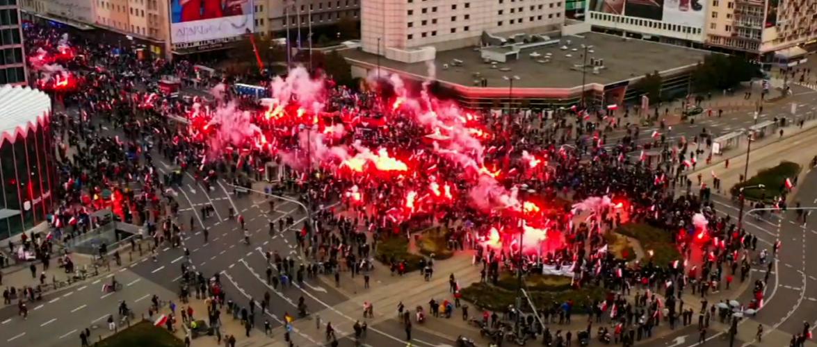 У Варшаві на Марші Незалежності сутички з поліцією [+ФОТО, ВІДЕО]