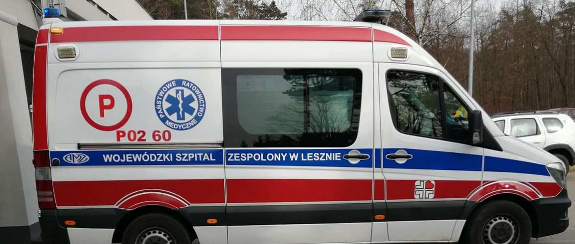 У Польщі людина померла прямо на вулиці, коли здавала тест на COVID-19