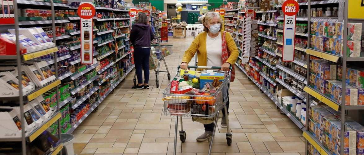 В Польщі будуть зміни у годинах для людей похилого віку