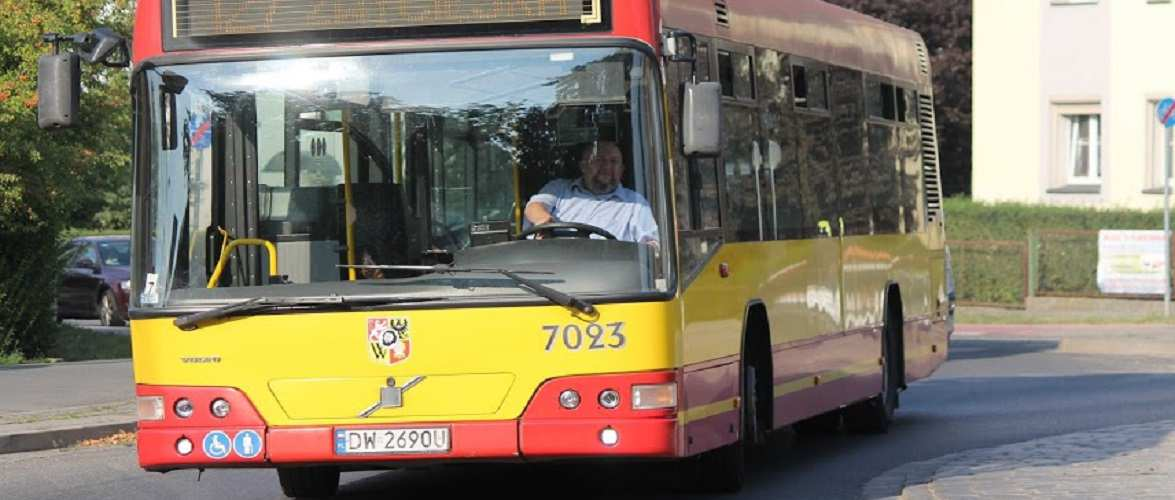 У Варшаві водій автобуса мусив везти хвору пасажирку до лікарні, о всі швидкі були зайняті