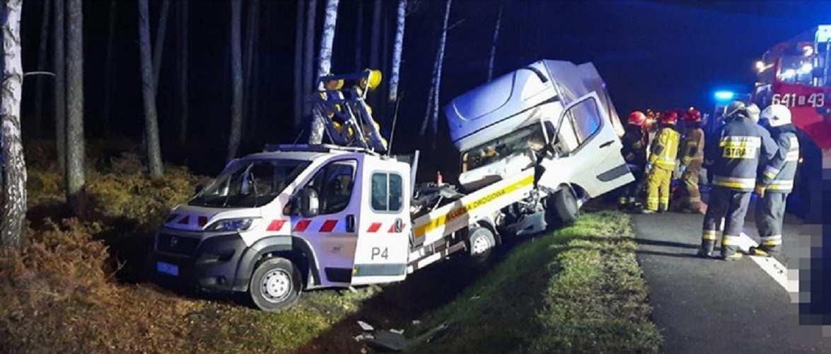 У Сілезії зіткнулося 2 буси: водій загинув на місці, ще троє осіб — поранено