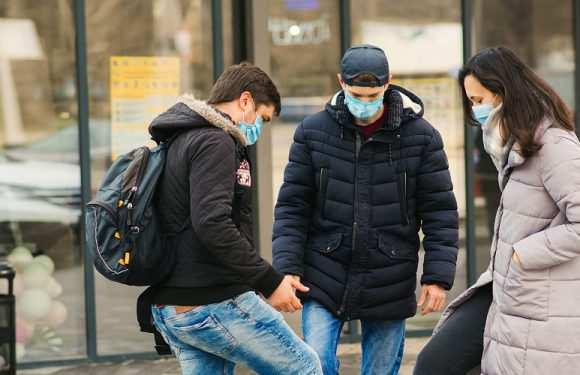 Міністр охорони здоров'я Польщі розповів про карантин, школи, економіку та вакцину від коронавірусу