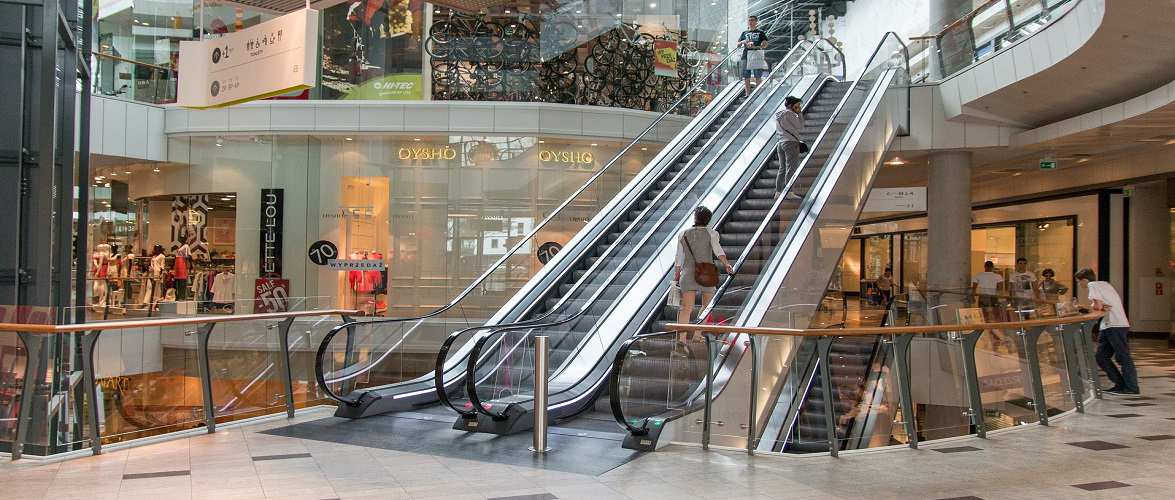 Від суботи в Польщі мають відновити роботу торгові центри