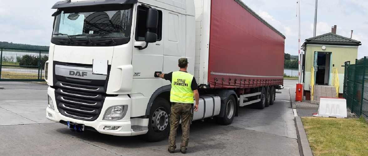 Водії вантажівок звільнені  від 10 днів «національного карантину» при в'їзді до Польщі