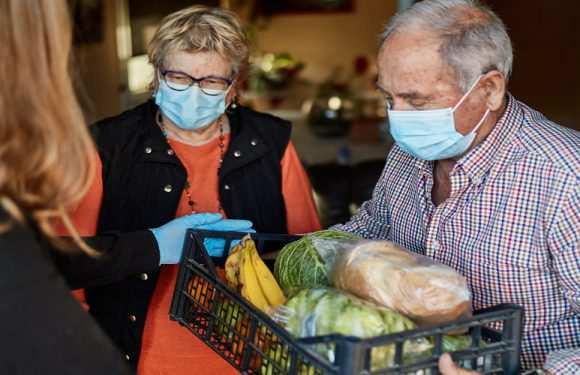 Уряд Польщі підготував кілька тонн продуктів для пенсіонерів та багатодітних матерів