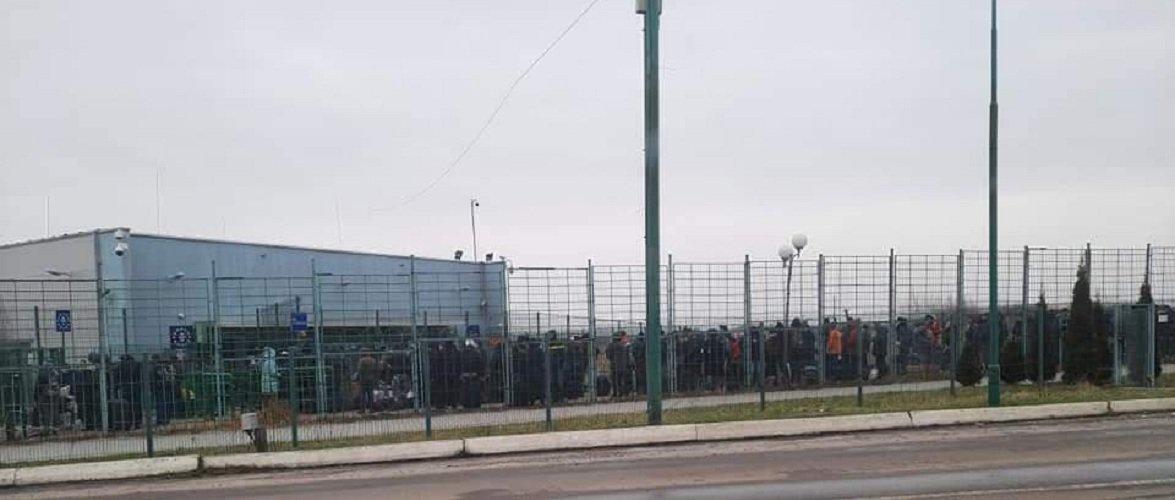 На польсько-українському кордоні «Шегині-Медика» — довжелезна черга