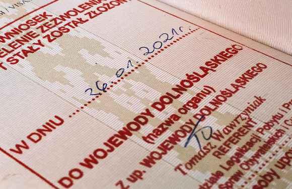 Стало відомо, скільки українців у Польщі мають «карту побиту»