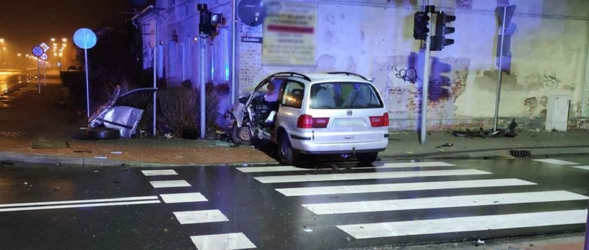 Український водій так втікав від поліції в Польщі, що в'їхав в будинок