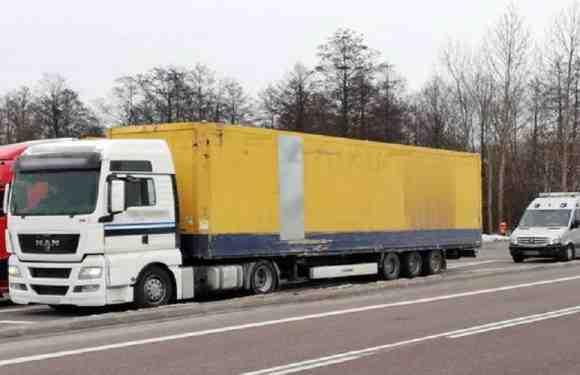 Хотів заробити: в Польщі затримали 20-річного українця без прав за кермом 40-тонної вантажівки
