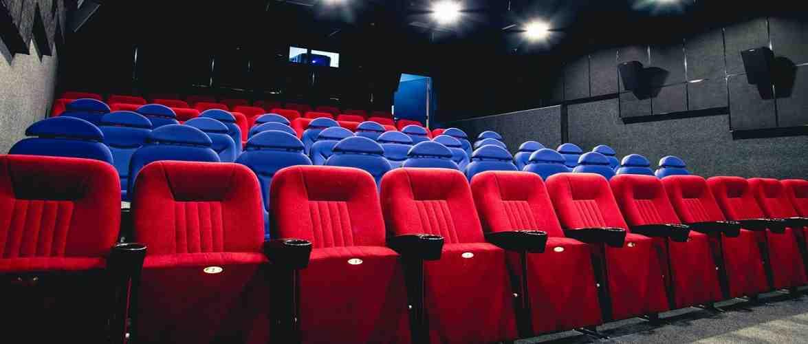 Через пандемію кінотеатри в Польщі мають величезні борги